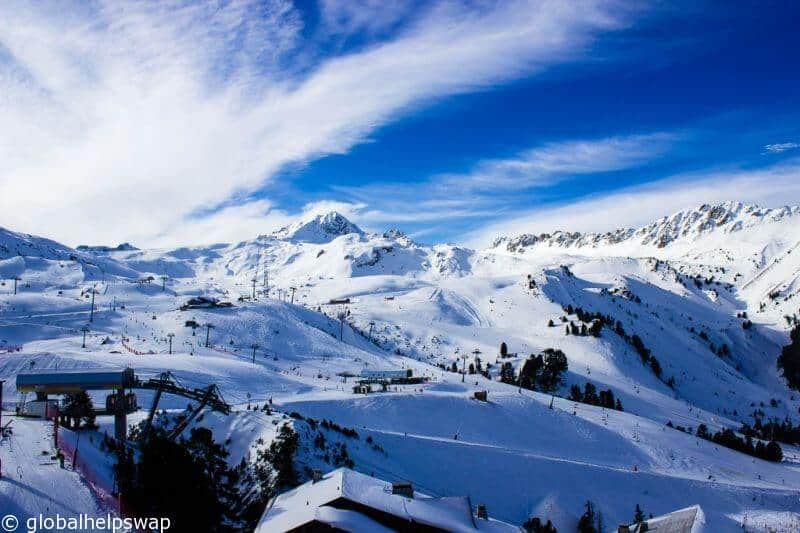 Skiing for the first time? 8 tips for a great holiday